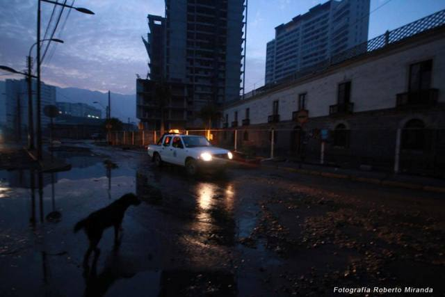 Comienza a amanecer, los primero rayos del día dejan en evidencia la magnitud del sismo.