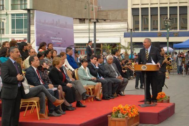 El alcalde de Iquique Choche Soria dio la bienvenida a la Presidenta (Foto Sergio Monje Lagos).