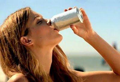 Los peligros de tomar bebidas directamente de la lata (sanos consejos de El Sol de Iquique)