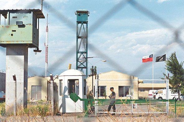 """Acusan que el ministro Jaime Campos """"boicoteó"""" el cierre de Punta Peuco: Desobedeció a la expresidenta Bachelet"""