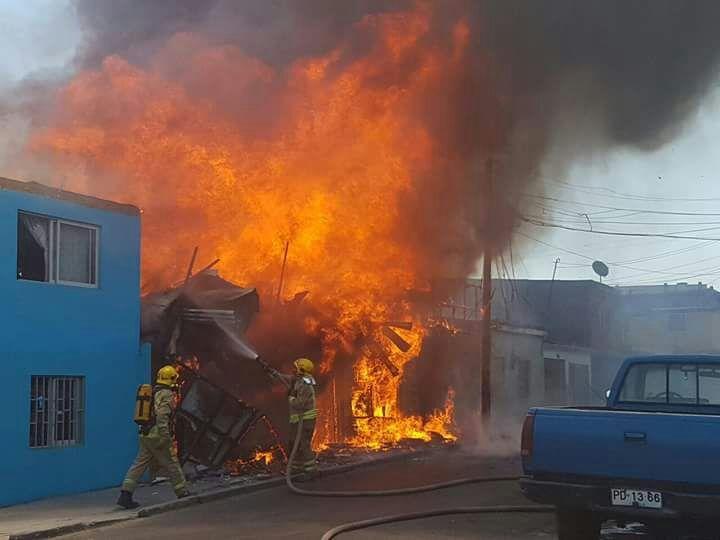 IQUIQUE: 30 damnificados deja incendio en Colo Colo con Segunda Sur