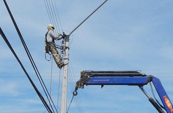 Eliqsa ejecuta trabajos de mantenimiento a red eléctrica en Iquique