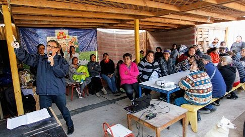 Eliqsa entrega consejos de eficiencia energética a familias del campamento Ex Vertedero