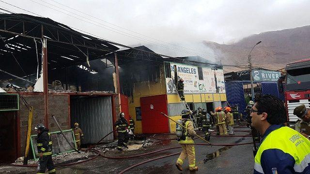 ZOFRI: Incendio afectó dos galpones en Barrio Industrial