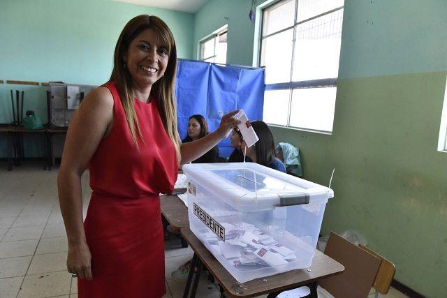 La intendenta Claudia Rojas insistió en llamar a la población a ir a los locales de votación.