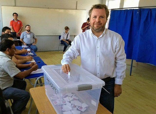 El diputado Renzo Trisotti, también llamó a los tarapaqueños para ir a emitir su voto en esta segunda vuelta.