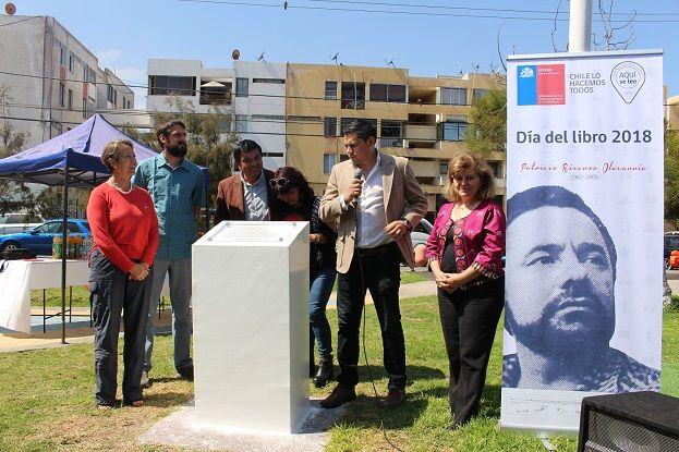 En el día del Libro: Inauguran placa en homenaje al escritor Patricio Riveros