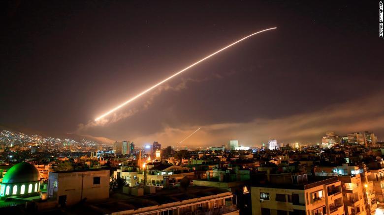 PRIMERAS IMÁGENES: Así fue el ataque lanzado por EE.UU. contra Siria