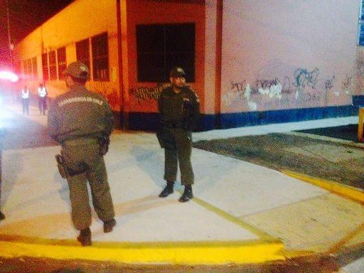 """Por seguridad  prohiben instalación de """"coleros"""" afuera de los colegios"""