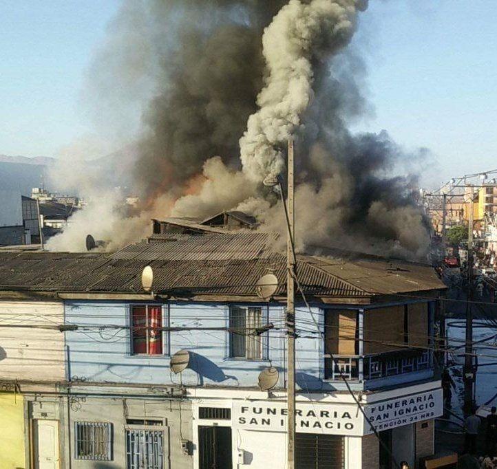 Incendio afectó siete casas en Juan Martínez Con Tarapacá